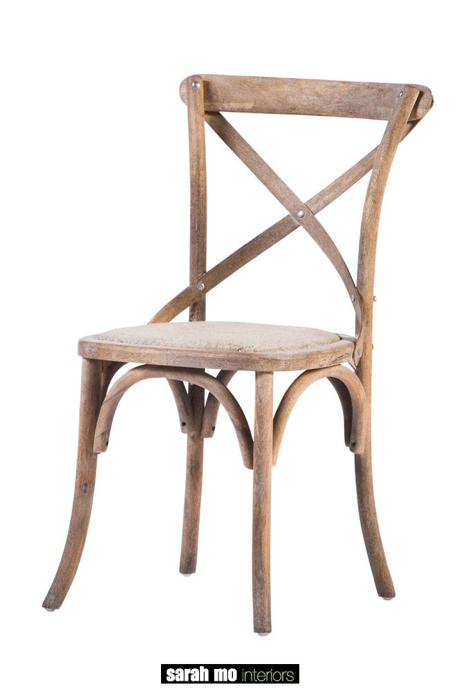 Houten eetkamerstoel met kruis - Eetkamer - Landelijke meubels en verlichting - Sarah Mo