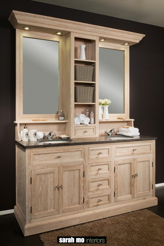 Dubbele wastafel in eik met opzet, inclusief spiegels en verlichting met een tablet in blauwe steen - Badkamer - Landelijke meubels en verlichting - Sarah Mo