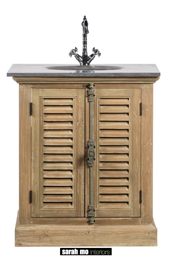 Enkele wastafel in old pine met 2 Louvre deuren en tablet in blauwe steen - Badkamer - Landelijke meubels en verlichting - Sarah Mo