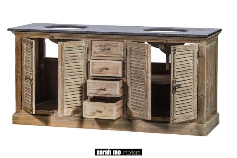 Dubbele wastafel met 4 louvre deuren, 4 lades in old pine en tablet in blauwe steen - Badkamer - Landelijke meubels en verlichting - Sarah Mo