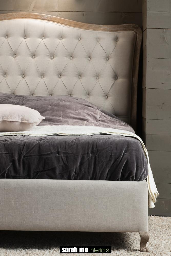 Bed in eik met hoofdeinde in linen capiton - Bed - Landelijke meubels en verlichting - Sarah Mo