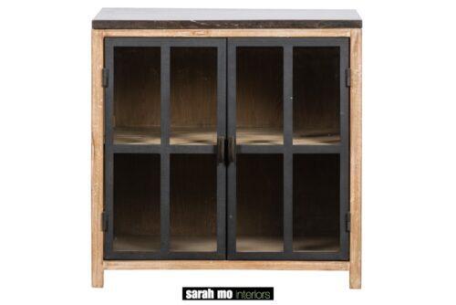 Keukenkast in old pine met 2 glazen deuren en tablet in blauwe steen - Keuken - Landelijke meubels en verlichting - Sarah Mo
