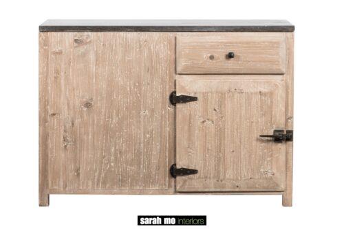 Keuken/hoekkast in old pine met tablet in blauwe steen - Tafel - Landelijke meubels en verlichting - Sarah Mo