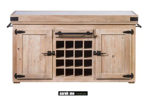 Keukeneiland met 2 deuren en wijnrek met tablet in blauwe steen - Keuken - Landelijke meubels en verlichting - Sarah Mo