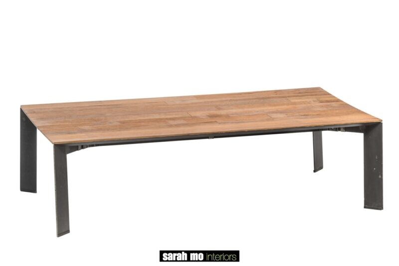 Salontafel met metalen onderstel en tablet in teak - Zuidelijk halfrond Brest - Landelijke meubels en verlichting - Sarah Mo
