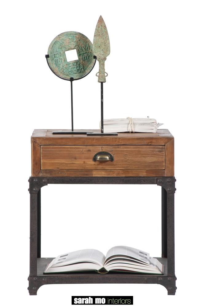 Bijzettafel met 1 lade in old pine - Nachtkastje - Landelijke meubels en verlichting - Sarah Mo