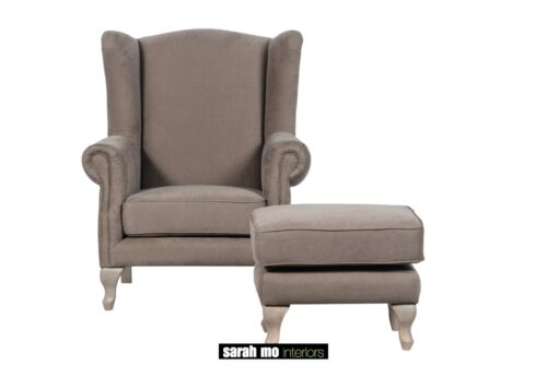 Armfauteuil en pouf in diverse bekledingen en pootkleuren mogelijk - Tafel - Landelijke meubels en verlichting - Sarah Mo